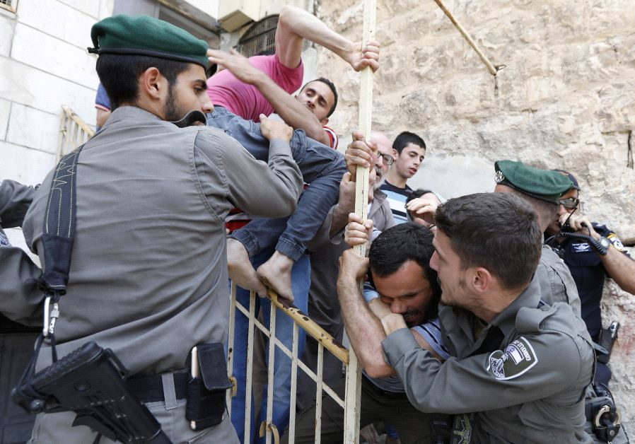 IDF police and Palestinians in Hebron