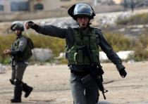 An Israeli border policeman shouts at journalists during clashes with between Israeli troops and Pal