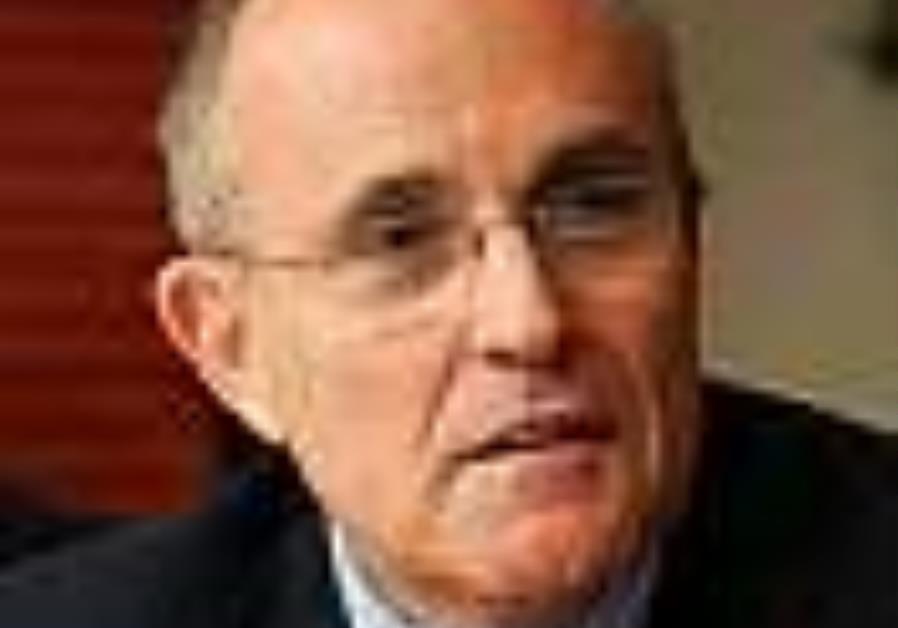 Giuliani moves closer to presidential run