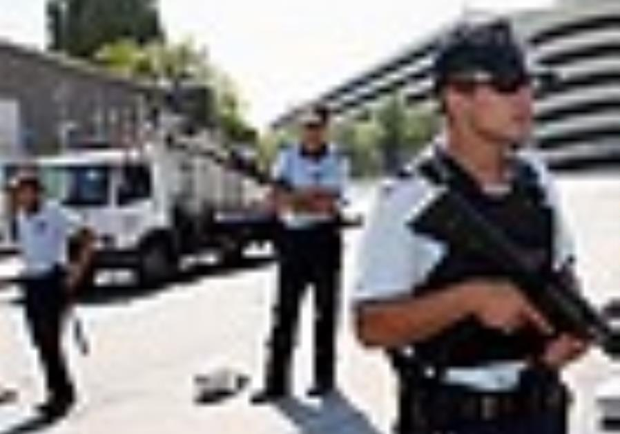 Turkish police foil possible attack with bomb-laden minibus