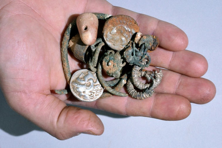 Rare 2,300-year-old silver and bronze coins, jewelry found in ancient northern cave(Courtesy IAA)