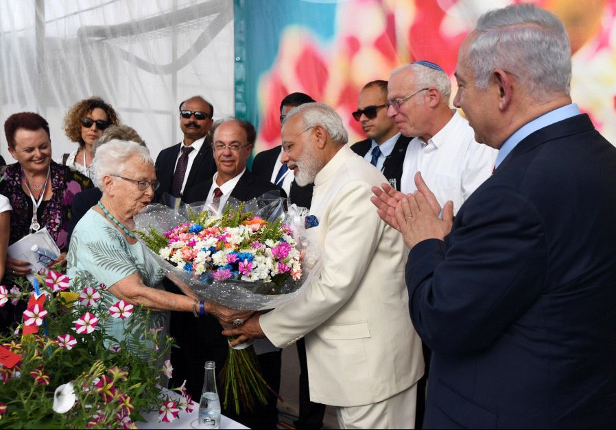 "Indian Prime Minister Narendra Modi and Israeli Prime Minister Benjamin Netanyahu at the Danziger ""Dan"" flower farm (GPO)"